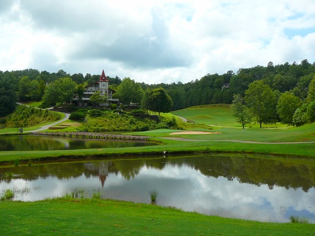innsbruck-golf-course-near-hummingbird-lodge