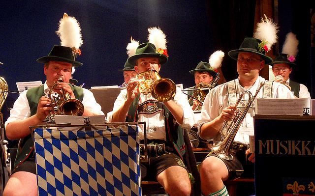 oktoberfest helen ga musicians