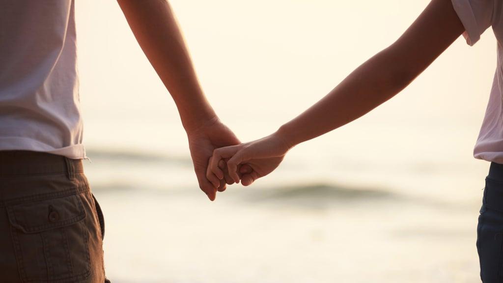 180426-holding-hands-mn-0955_770519658d895a79890acae502c134ab