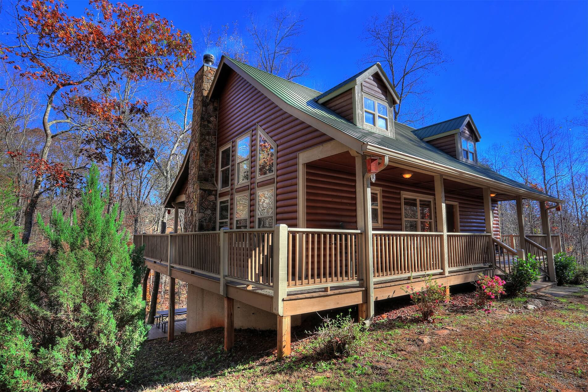 Holiday-Cedar-Creek-Cabin-Rentals-Helen-Georgia-top-banner-tiny