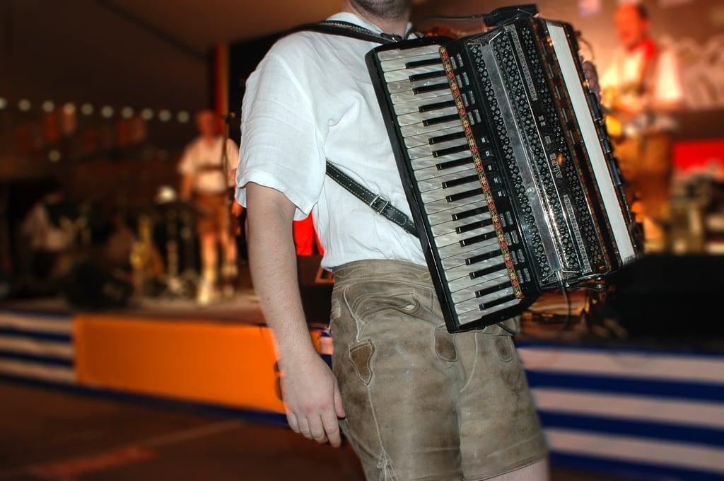 Music_Oktoberfest_Accordian_shutterstock_732301.jpg