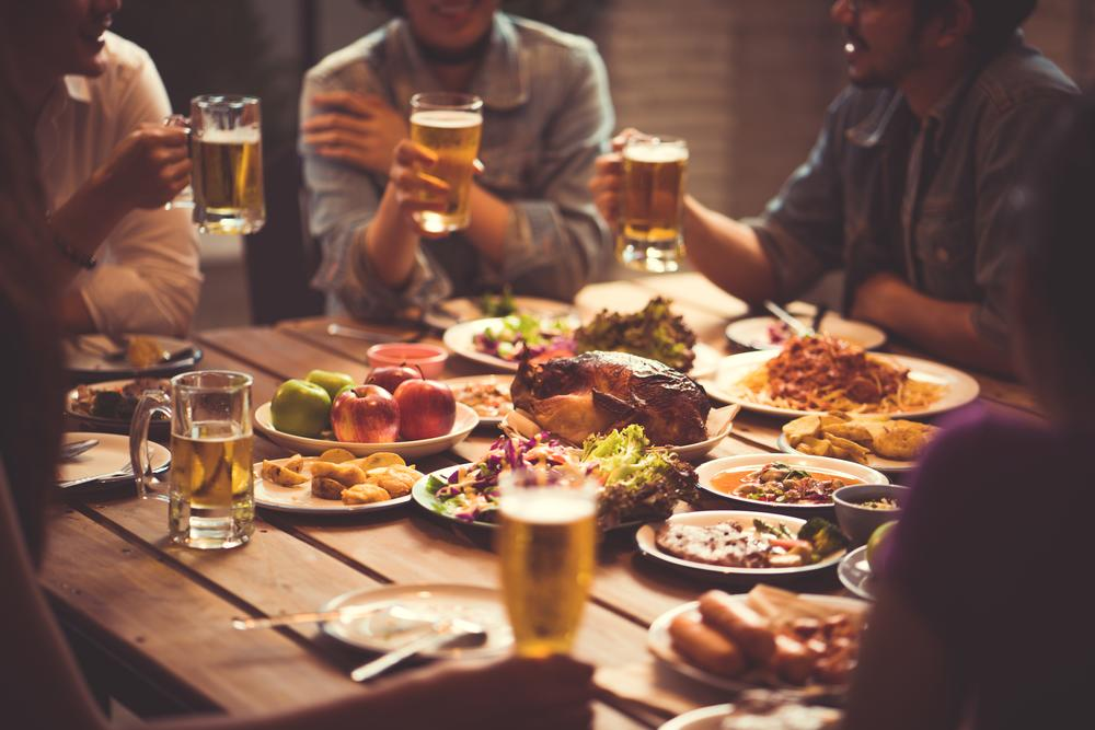 restaurant-food-people-group-beer