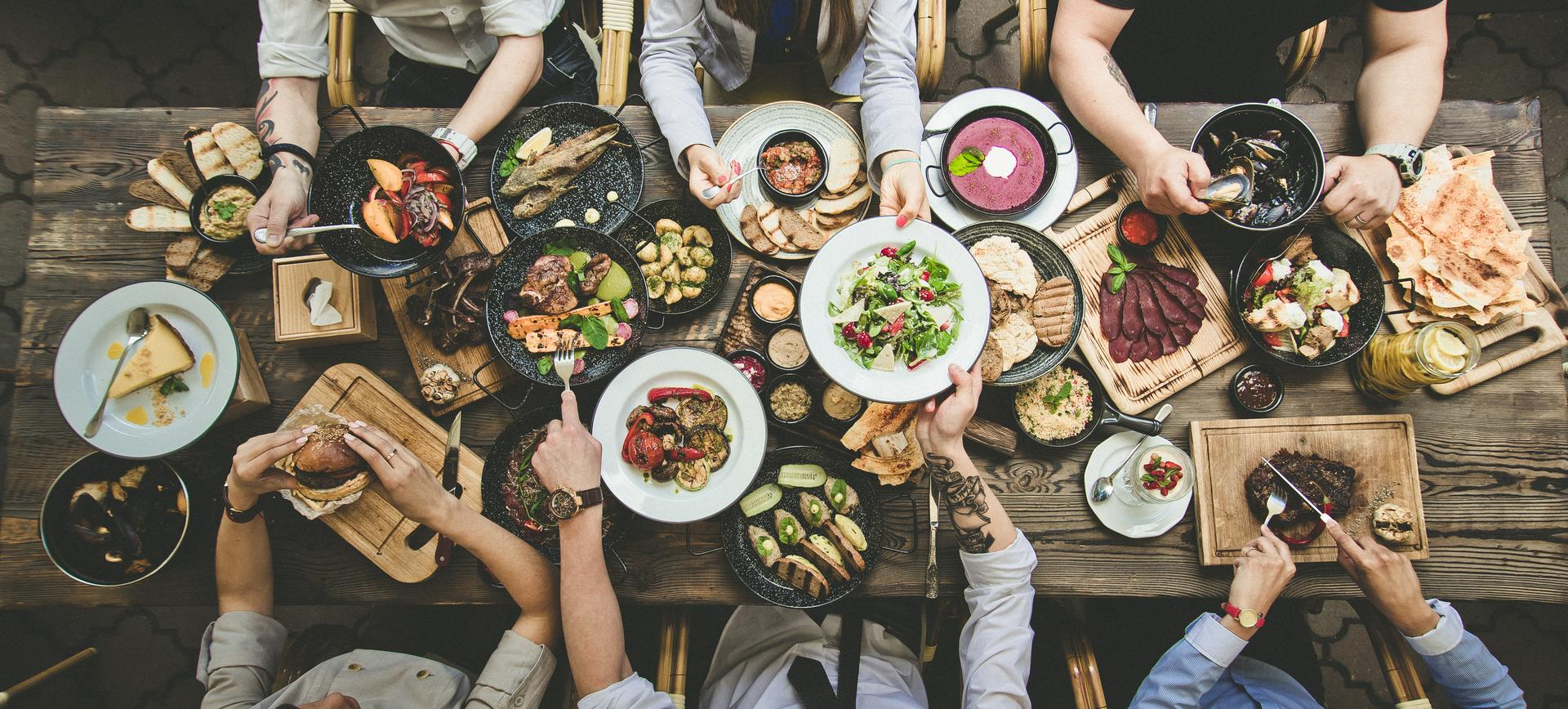 restaurants-directory-table-group-food