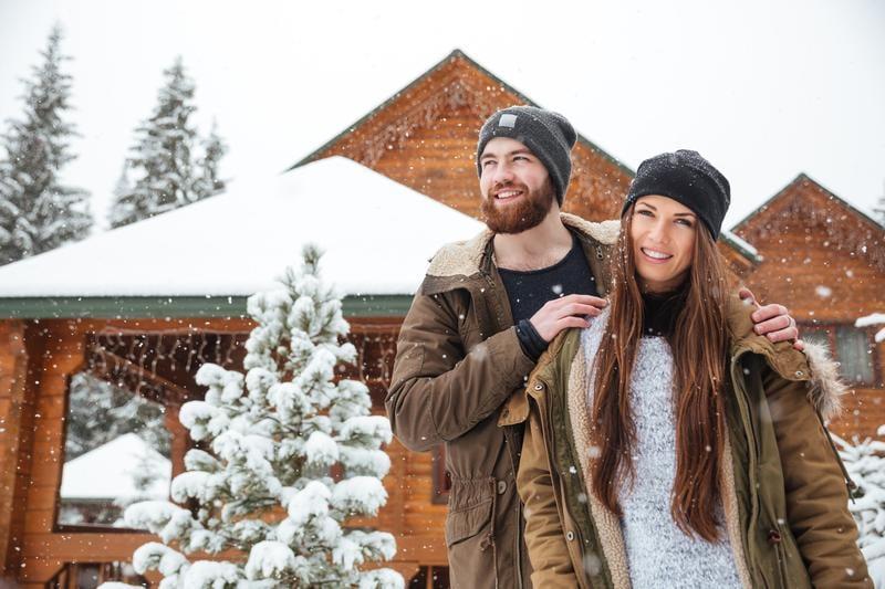 romance-couple-cabin