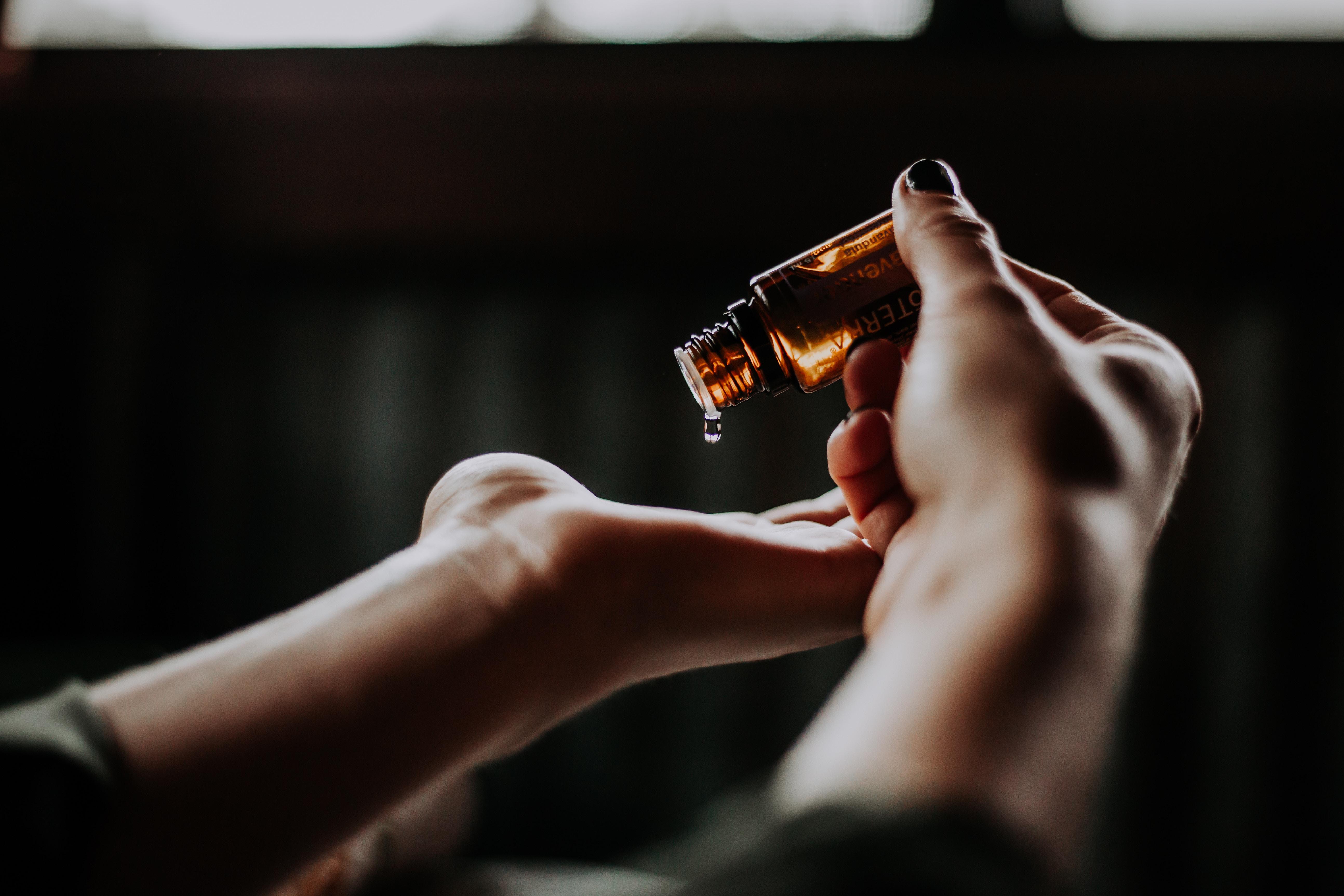 romance_oil_massage_unsplash