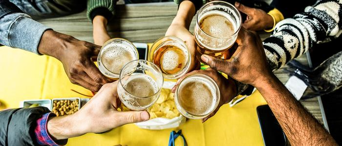 drinking beer with friends - oktoberfest schedule