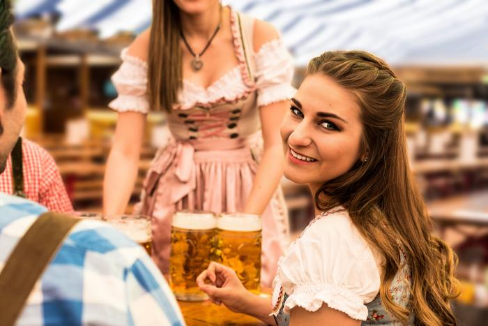 oktoberfest-woman-looking