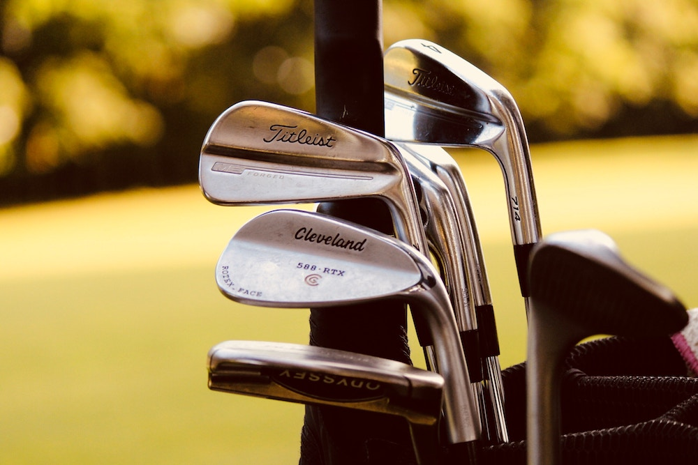 Golf_Clubs_sydney-rae-716314-unsplash