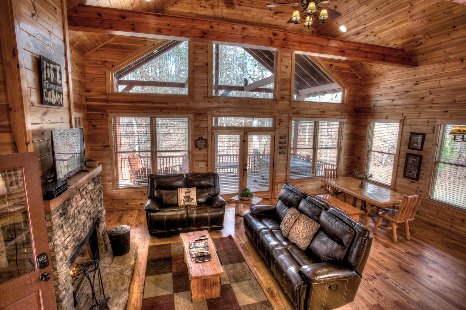 livingroom cabin near rentals ga family in relax area dcnewtvfireplavemainarea with cabins helen the