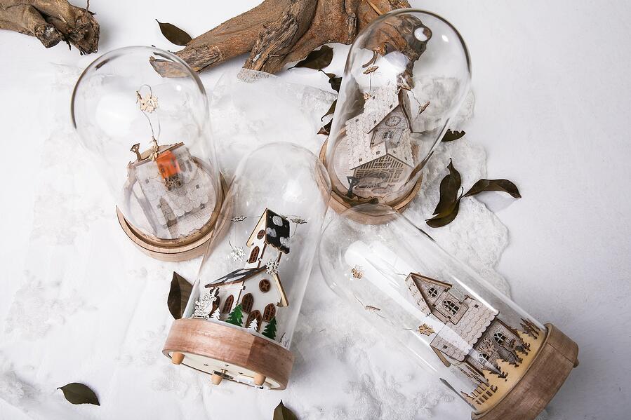 Things_To_Do_Winter_Snow_village_glass_domes_pu-far-422432-unsplash