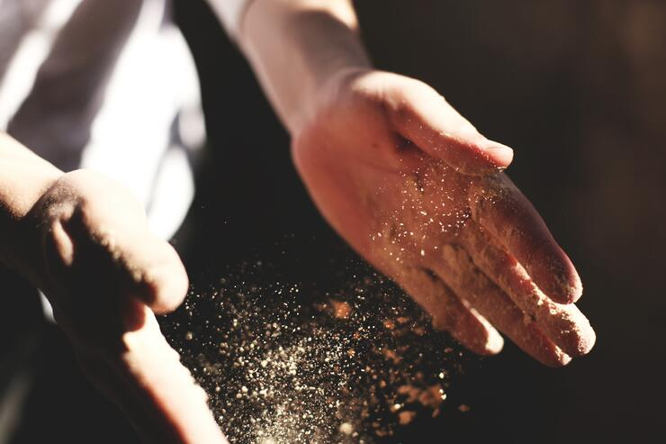 Things-to-do-gold-mine-clapping-gold-unsplash
