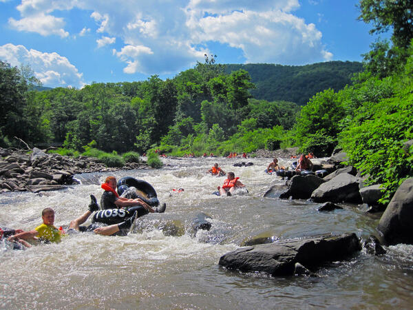 Tubers_on_Esopus_Creek_2011