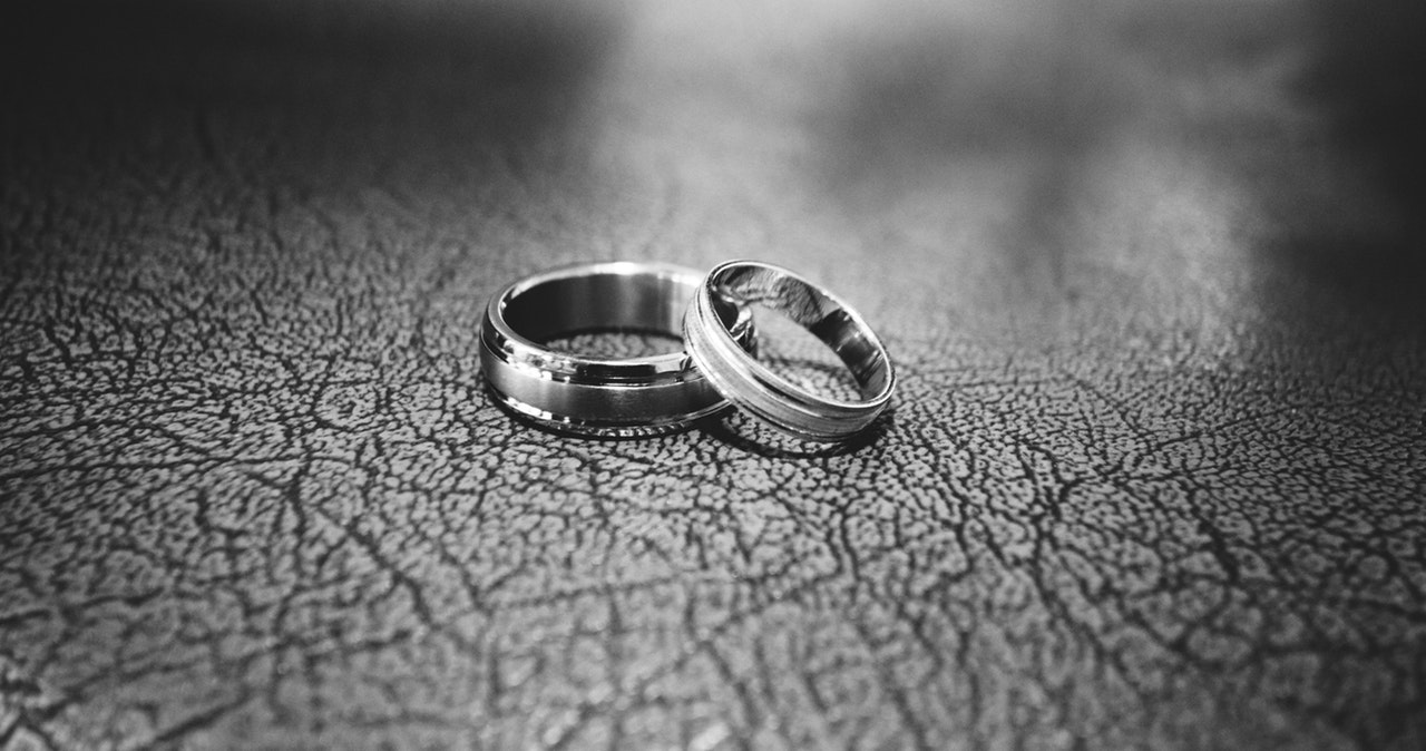 black-and-white-close-up-engagement-rings