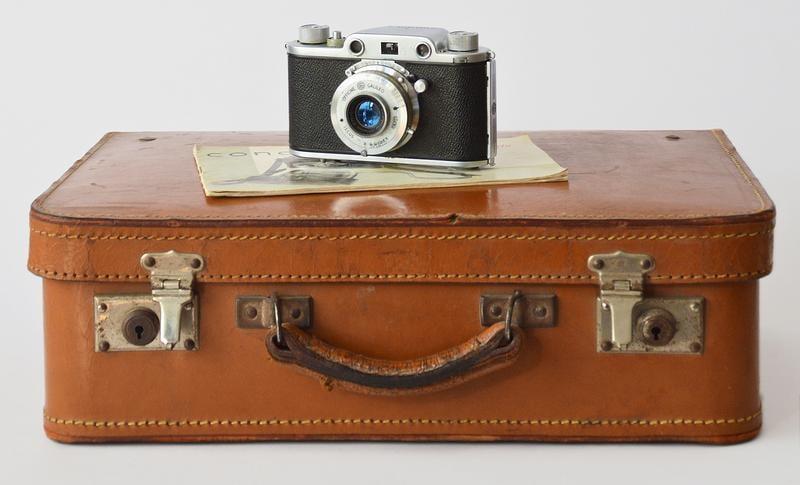camera-suitcase-book-emanuela-picone-509495-unsplash