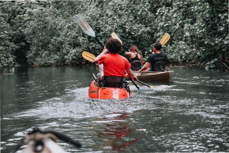 canoe-river-water-wenni-zhou-476645-unsplash