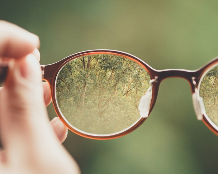 eyeglasses-bud-helisson-465328-unsplash