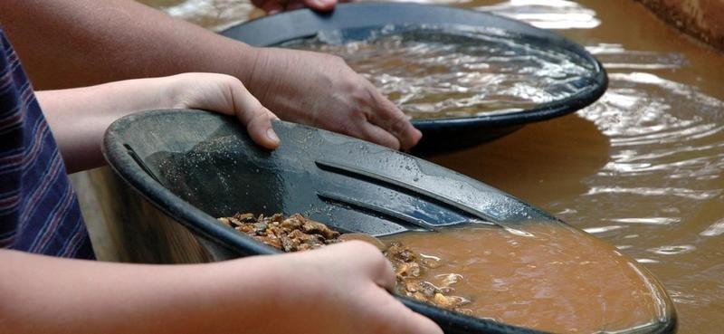 gold-panning-dukes-creek