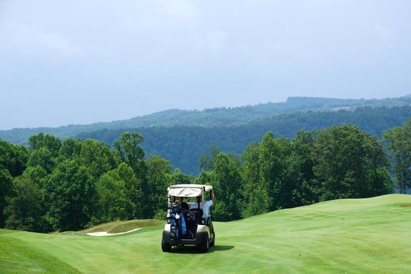 golf-mountain-kenan-kitchen-320225-unsplash