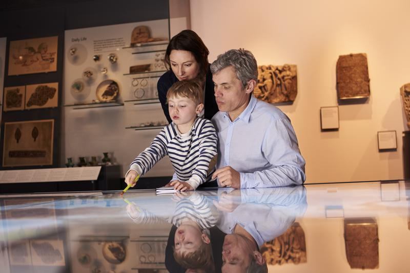 history-museum-family-shutterstock_432822493