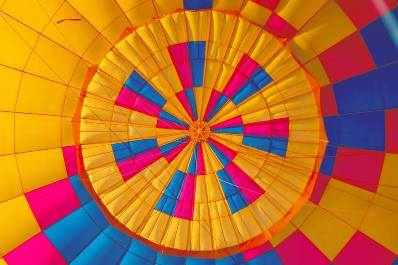 hot-air-balloon-kyler-nixon-208875-unsplash