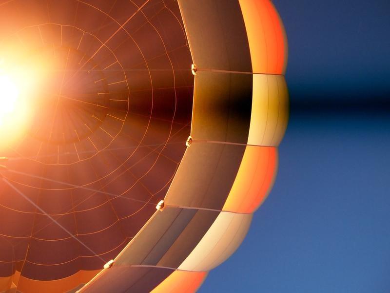 hot-air-balloon-sh-lam-233748-unsplash