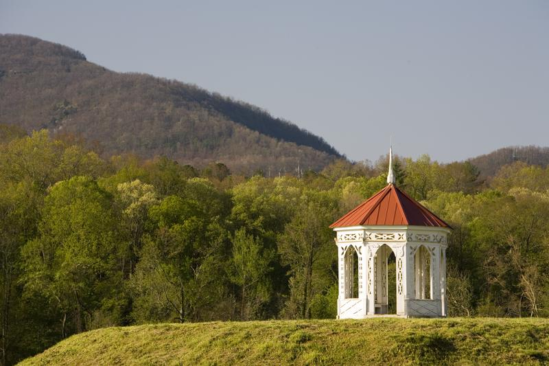 indian-mound-helen-ga-shutterstock_3209183
