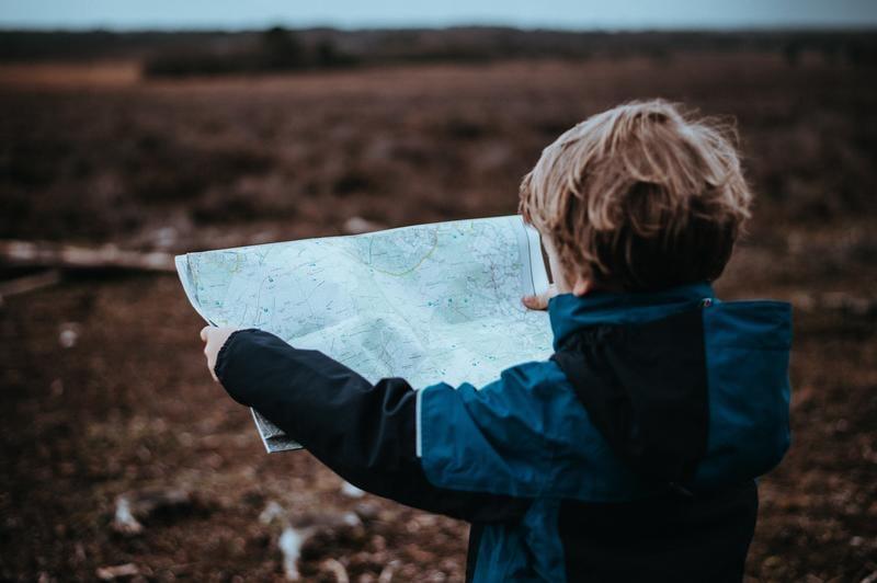 kid-map-annie-spratt-223429-unsplash