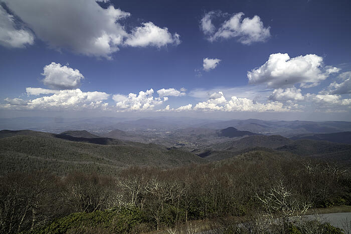 landscape-overlook-under-sky-clouds-at-brasstown-bald-georgia_800