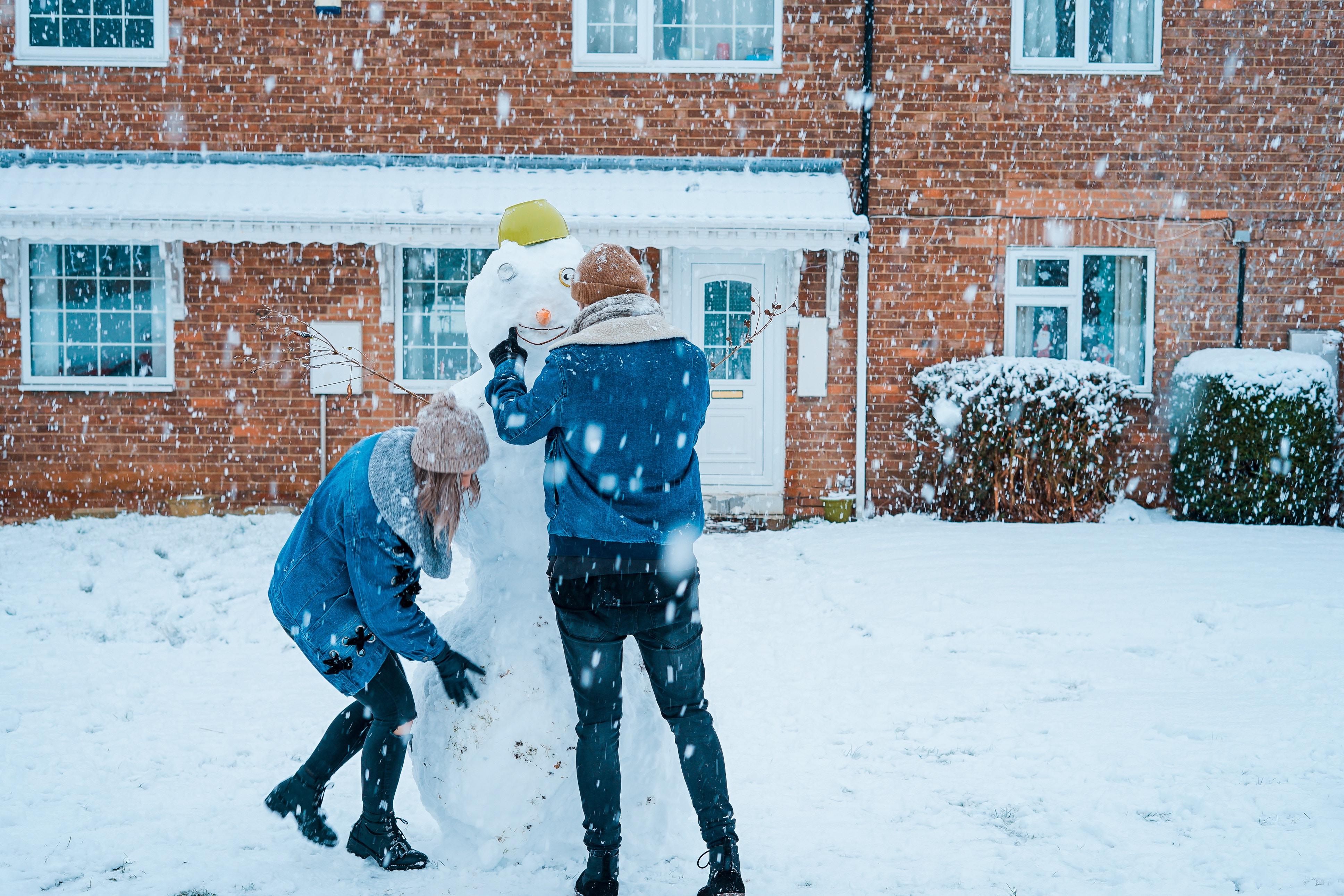 play-in-snow-toa-heftiba-1224206-unsplash