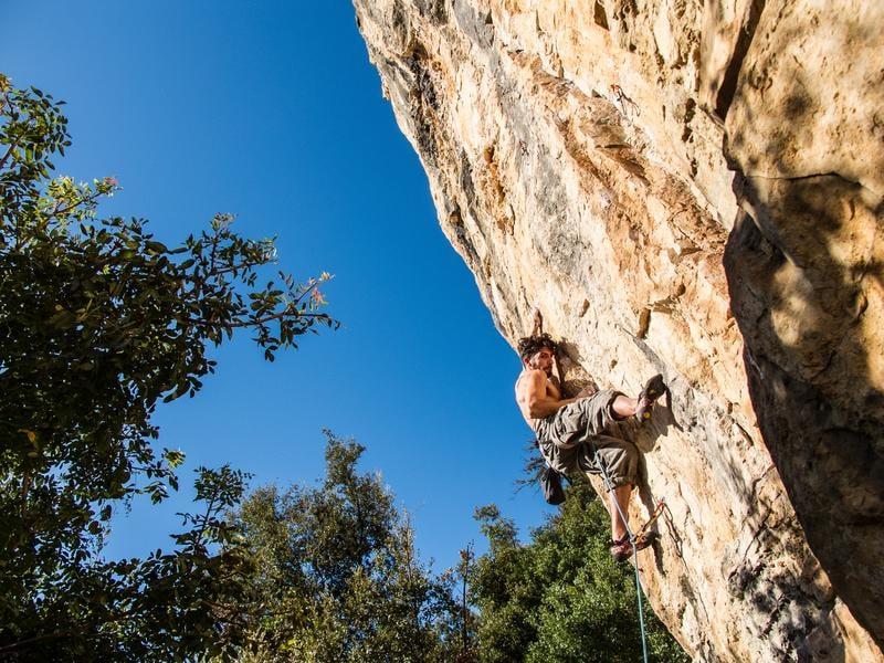 rock-climbing-vincenzo-di-giorgi-5121-unsplash