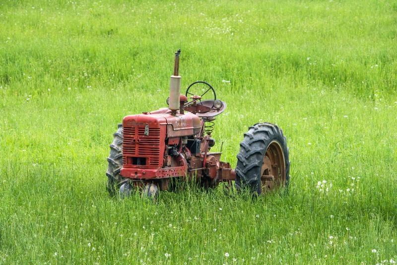 tractor-grass-randy-fath-671230-unsplash