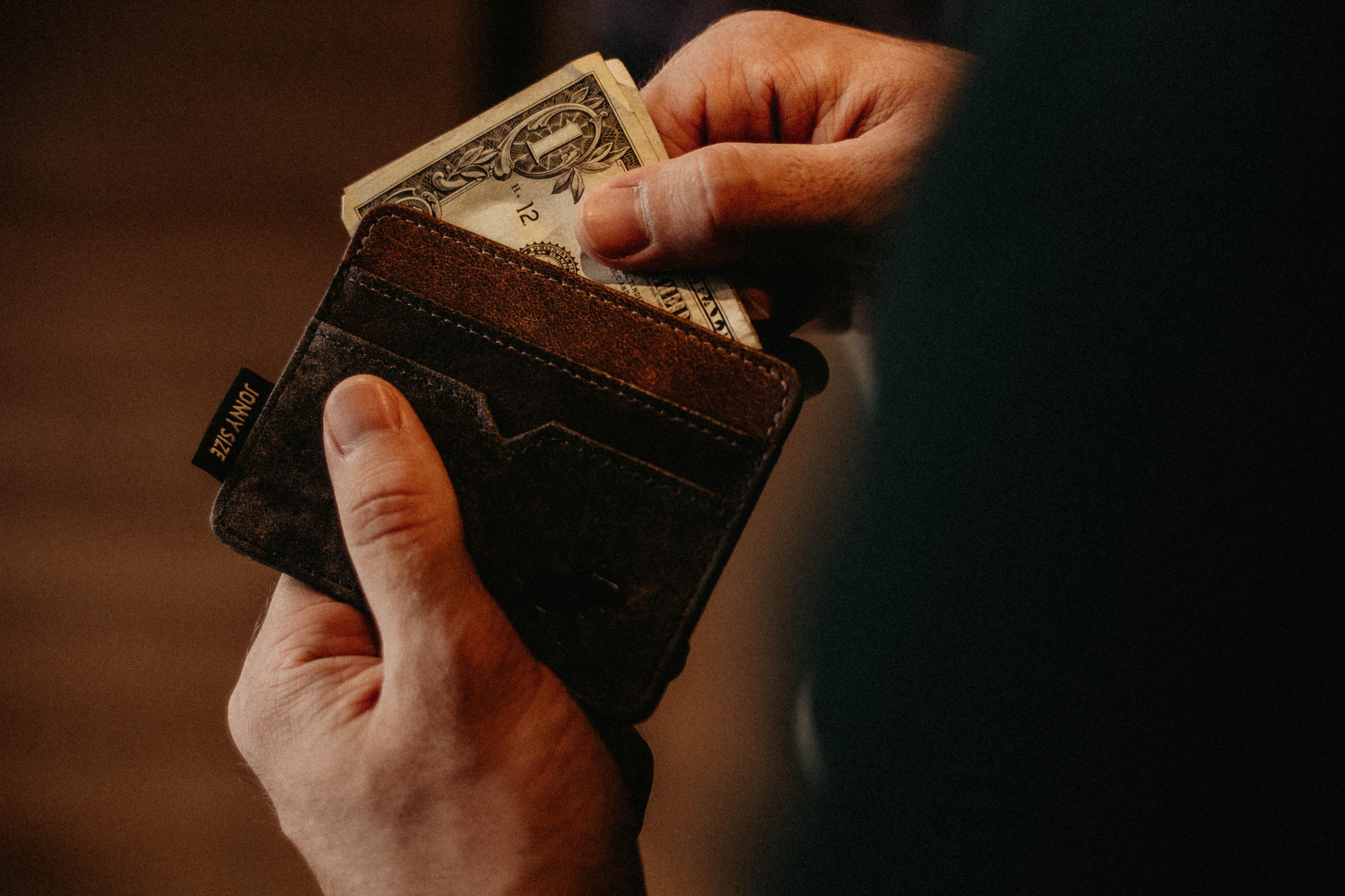 wallet-allef-vinicius-468838-unsplash