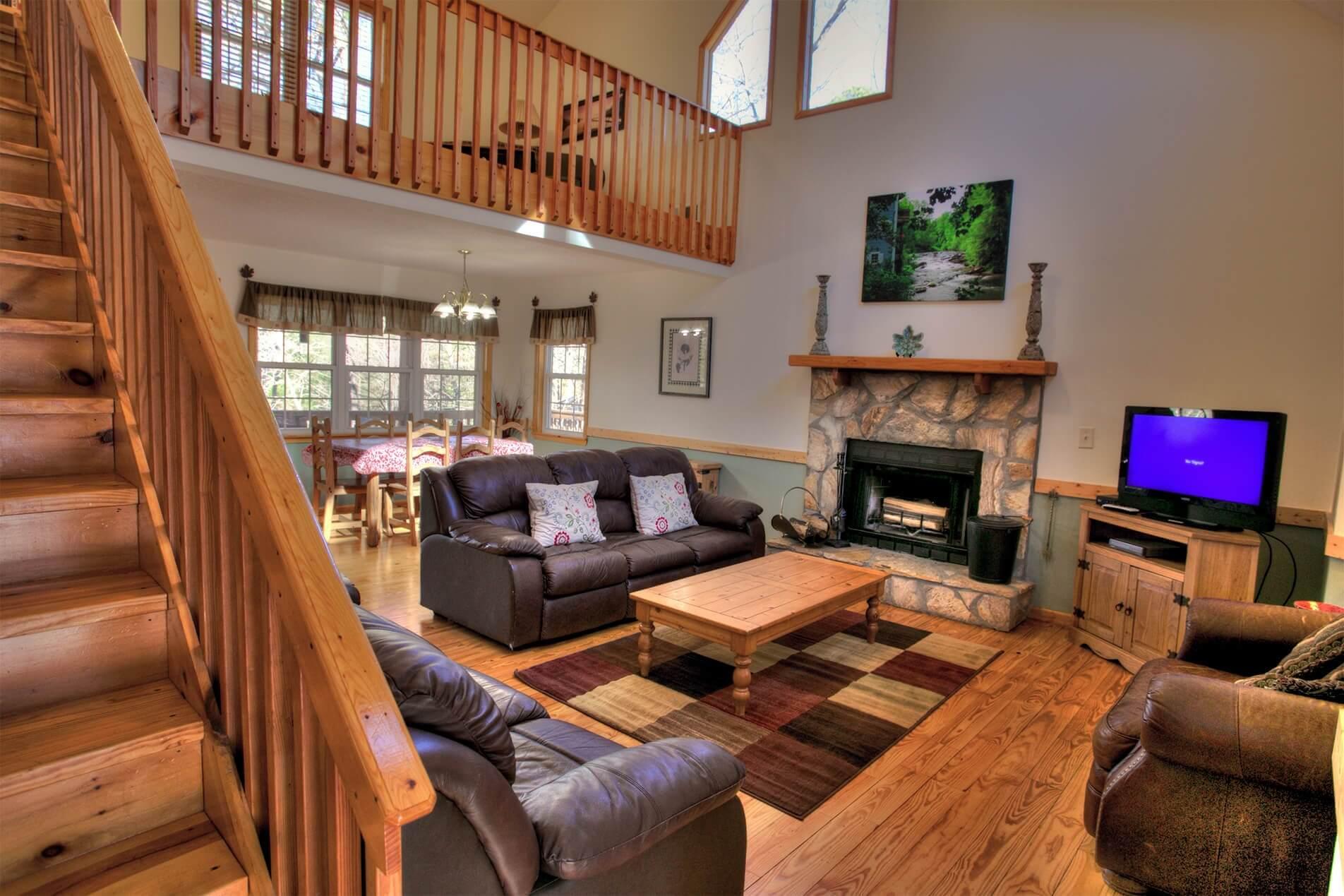 Hummingbird-Lodge-Cedar-Creek-Cabin-Rentals-Helen-Georgia-top-banner-tiny