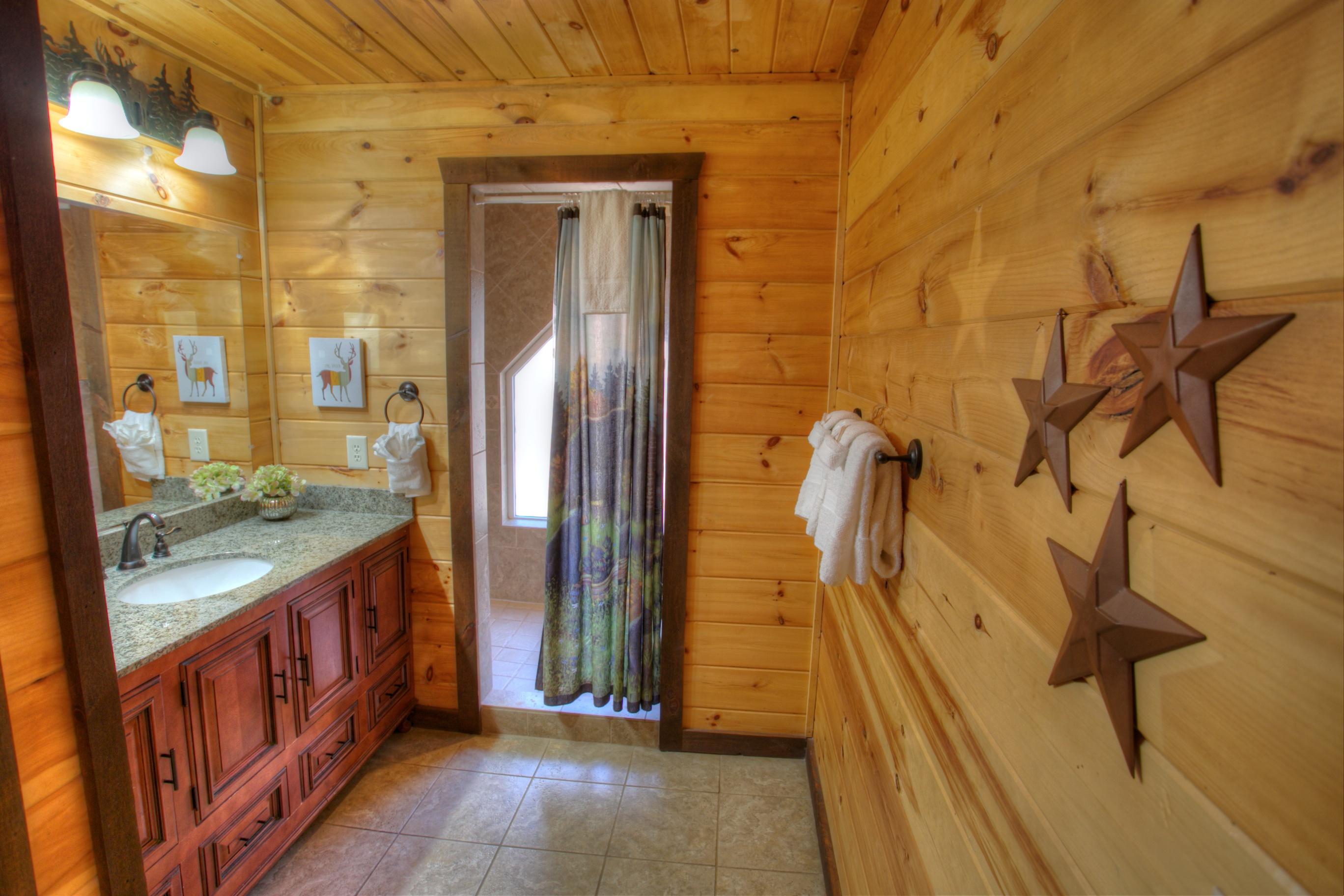 oak-hill-bathroom-rentals-cabin