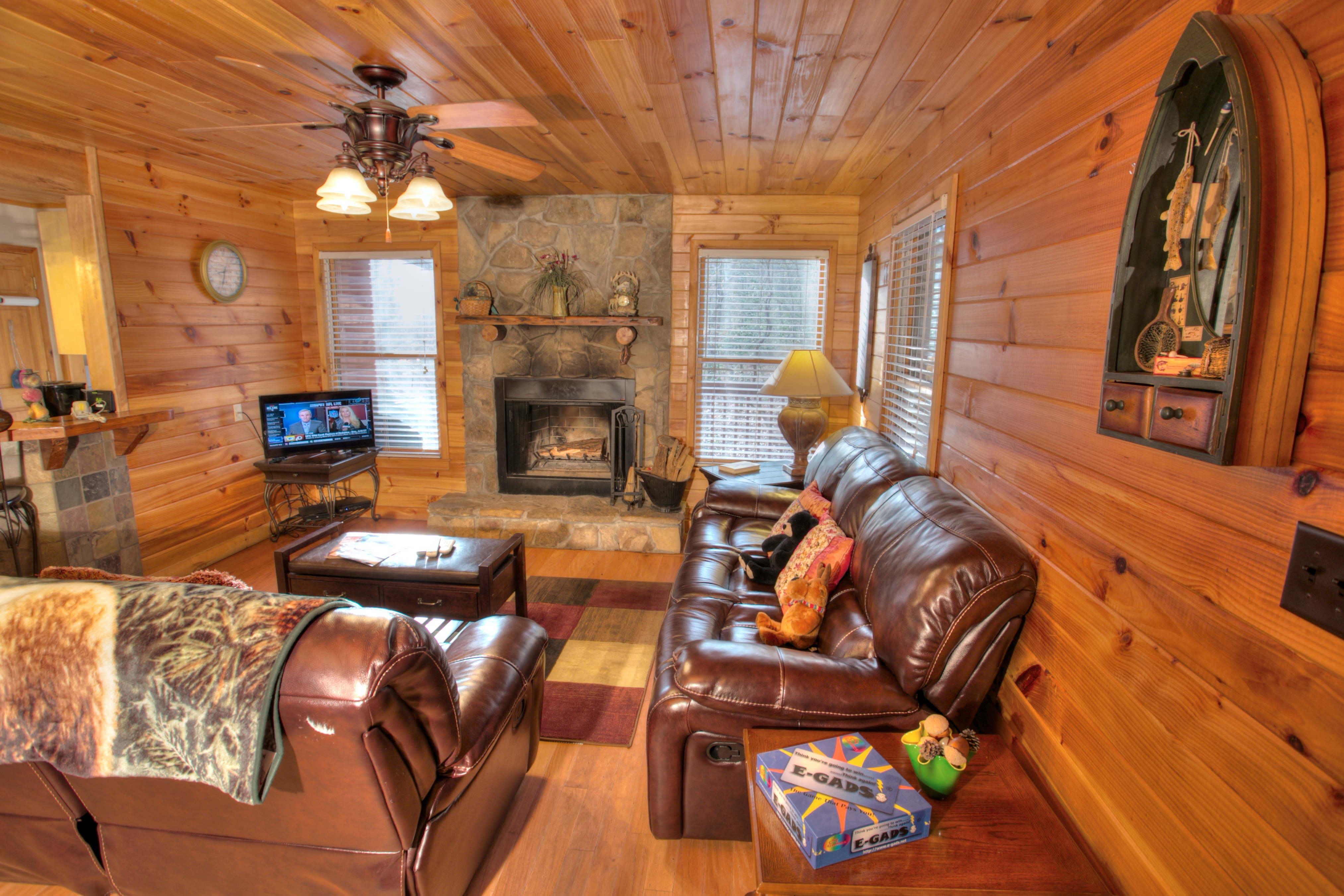trout-lily-cabin-helen-ga-fire-place