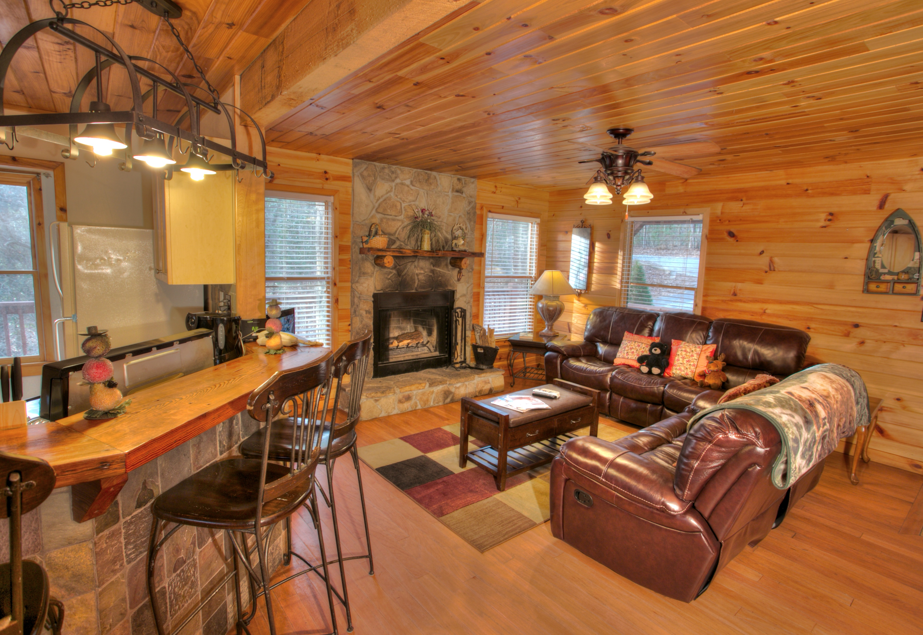 trout-lily-cabin-helen-ga-main-living-room
