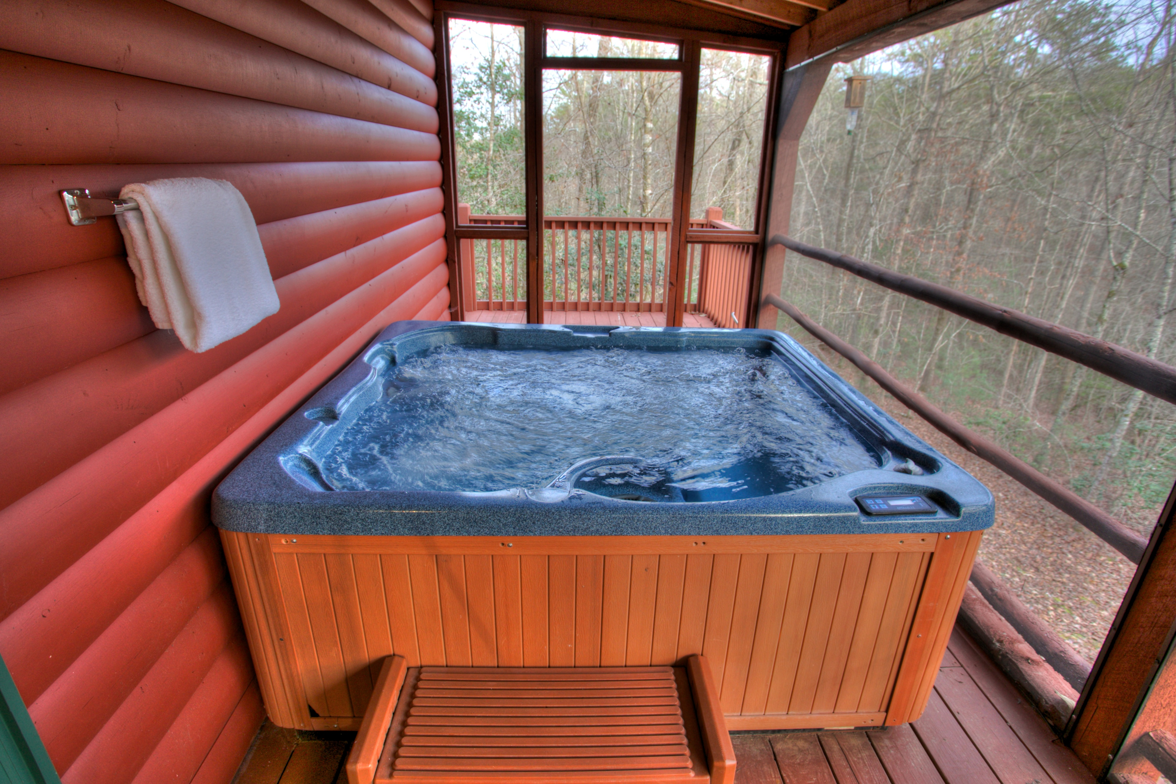 trout-lily-cabin-helen-georgia-jacuzzi-tub