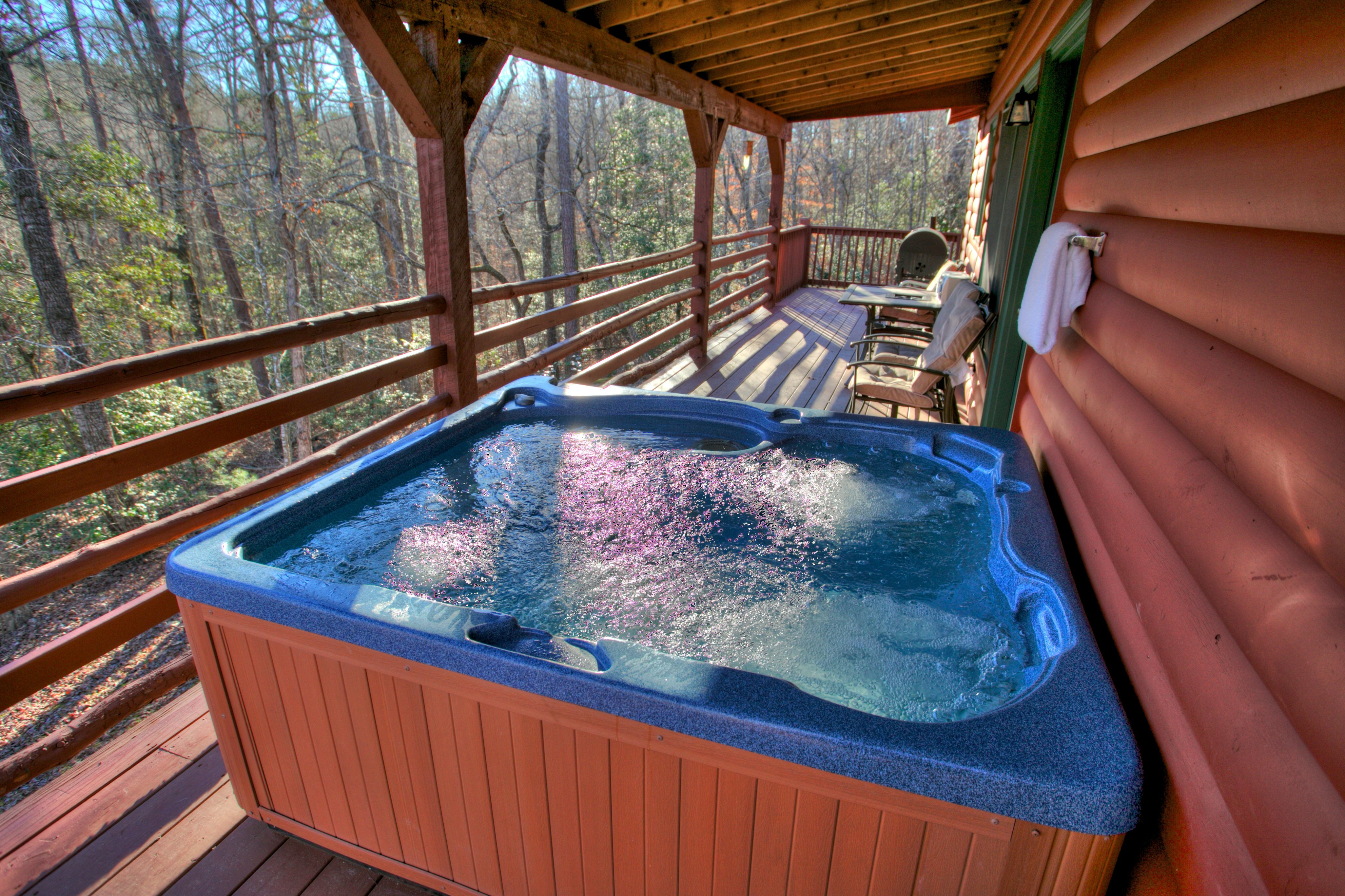 trout-lily-cabin-helen-ga-jacuzzi-tub